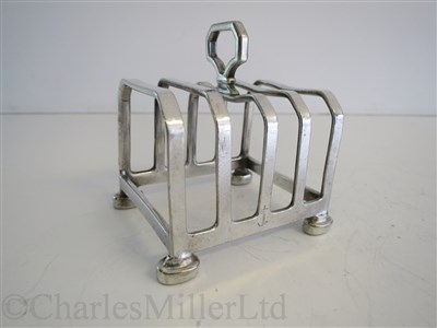 Lot 80-ORIENT LINE: AN ARTE DECO PLATED TOAST RACK