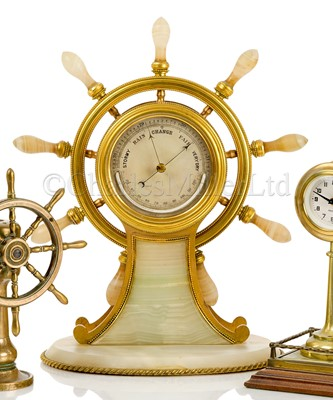 Lot 41 - A FINE AND LARGE GILT, BRASS AND AGATE SHIP'S WHEEL DESK BAROMETER, ATTRIBUTED TO BETJEMANN & SONS CIRCA 1870