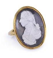 Lot 91 - A COMMEMORATIVE PASTE MEDALLION MOUNTED AS A...